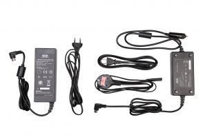 Produktbild des Stromkabels mit Netzteil und des Stromkabels für den Zigarettenanzünder im Auto