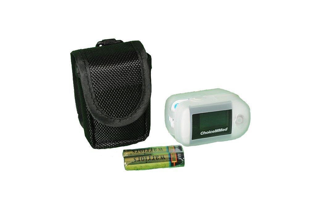 Fingerpulsoximeter mit Batterien und Tasche