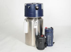 Basistank und mobile Abfülleinheiten stehen zum Größenvergleich nebeneinander. - Sauerstofftherapie